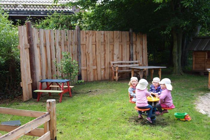 Naturholz Spielplatz für Kinder