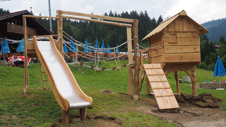 Almhütte Spielanlage auf der Alm kurz nach dem Aufbau